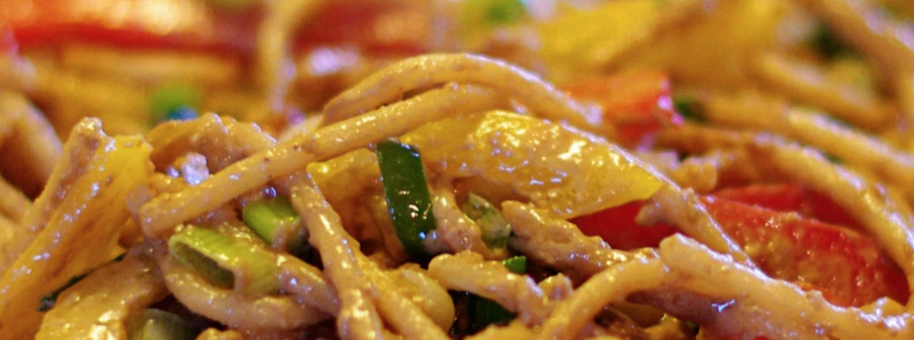 article: spicy noodles, hot sauce & service excellence